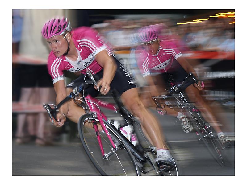 Team T-Mobile hart in der Kurve...