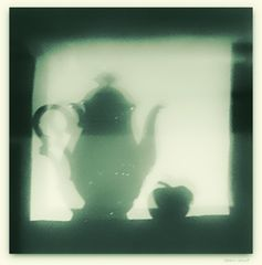 Teapot & apple