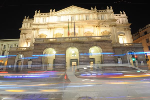 Teatro la scala di milano by night