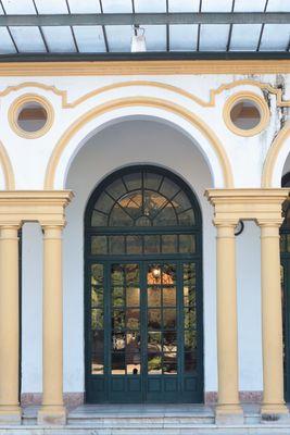 Teatro Lope de Vega, puerta de atrás.