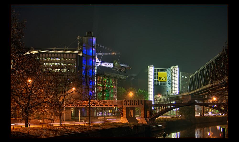 Technikmuseum im Abenddunst
