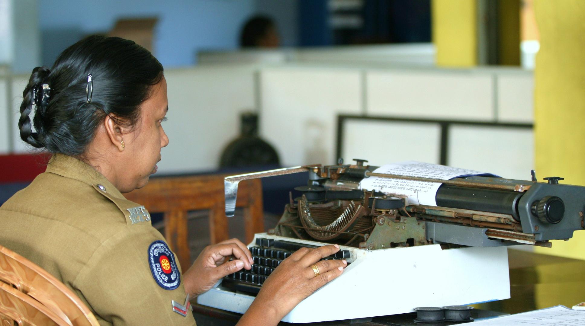 Technischer Fortschritt bei der Polizei in Sri Lanka 2012