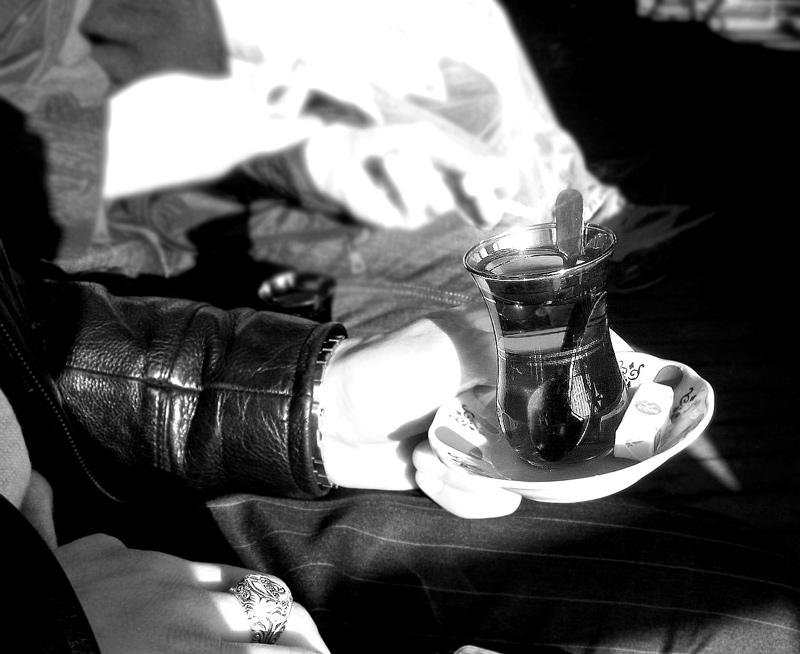Tee trinken, am Bord