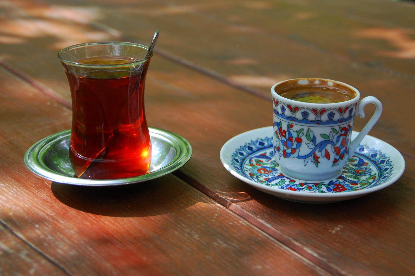 Tee und Mokka