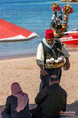 Teeverkäufer am Strand von Aqaba (Jordanien)