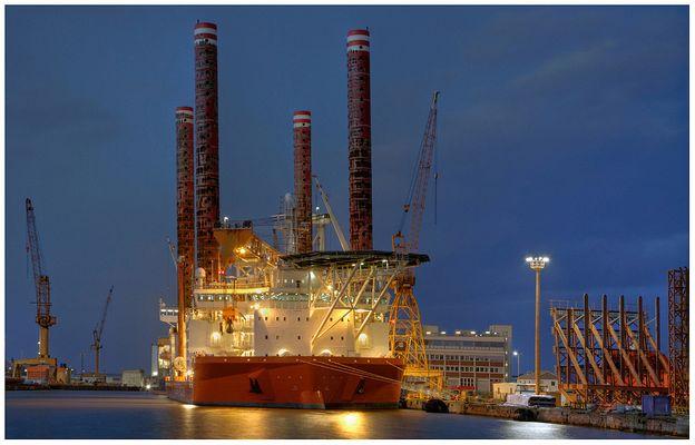 """Teil -10- :Maritime Arbeitswelten in Bremerhaven am 22.2.2014 """"Warten auf Wind-Offshore-Bauteile"""""""