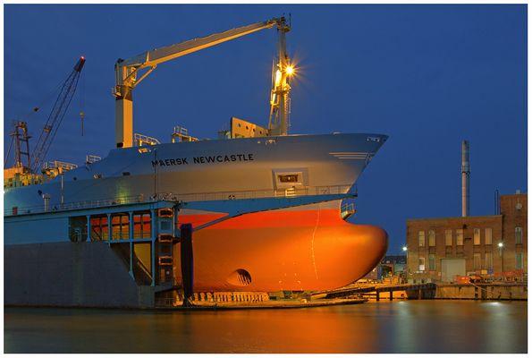 """Teil -17- :Maritime Arbeitswelten in Bremerhaven am 20.12.2015 """" Neuer Anstrich ..... """""""