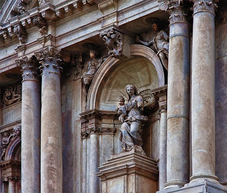 Teil der Front S. Maria di Nazareth