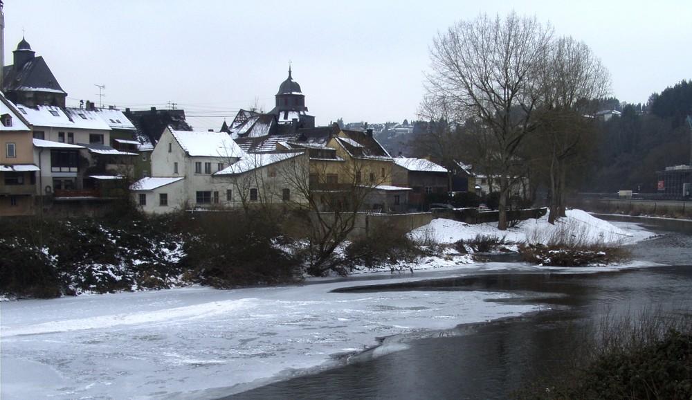 Teilansicht der Stadt Runkel stromabwärts