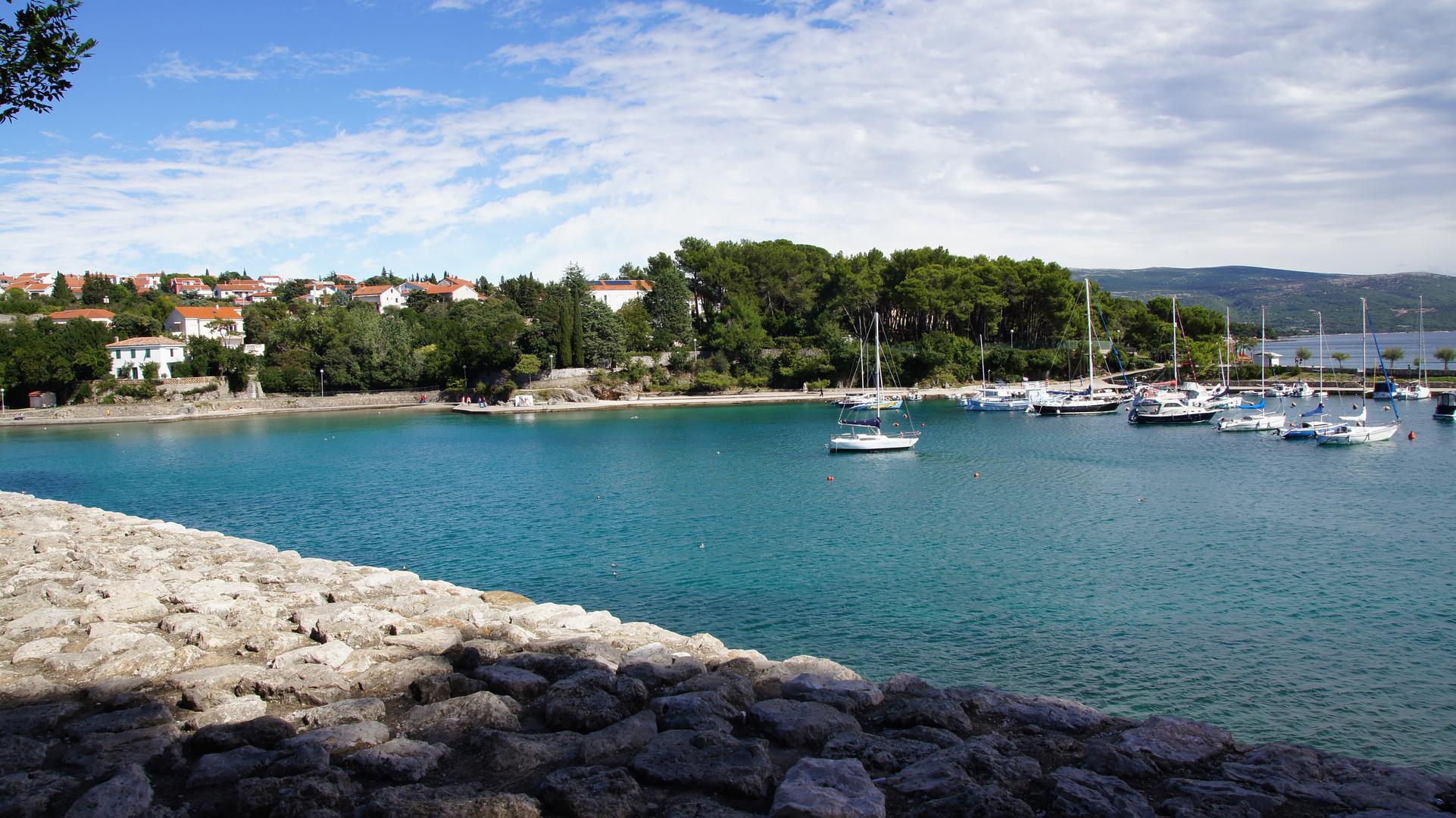 Teile des Hafens von der Stadt Krk (Insel Krk)