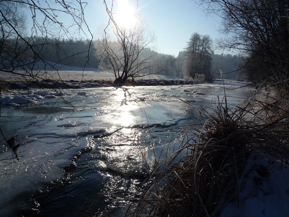 Teilweise zugefrorene Mühl