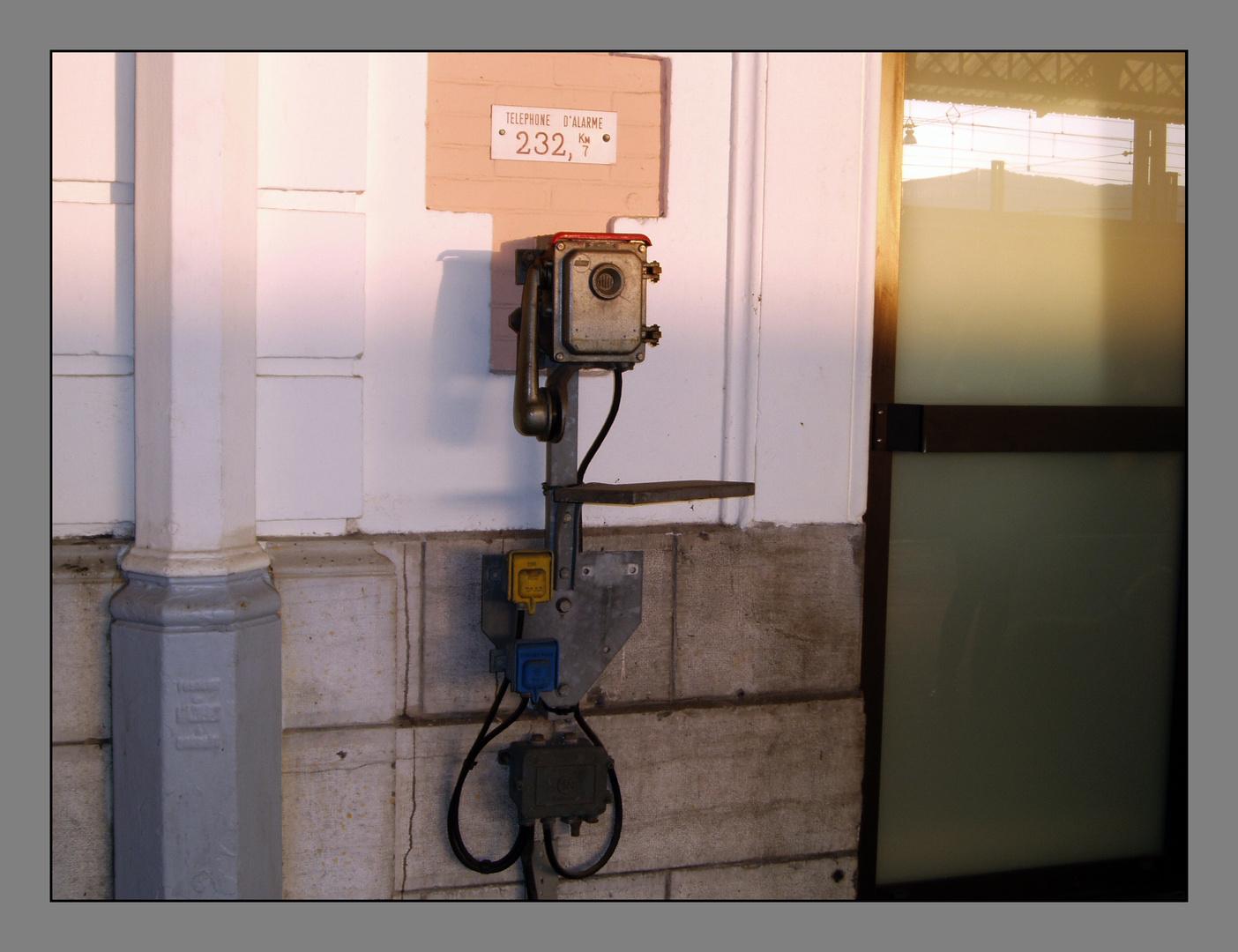 Teléfono de emergencia, última generación.