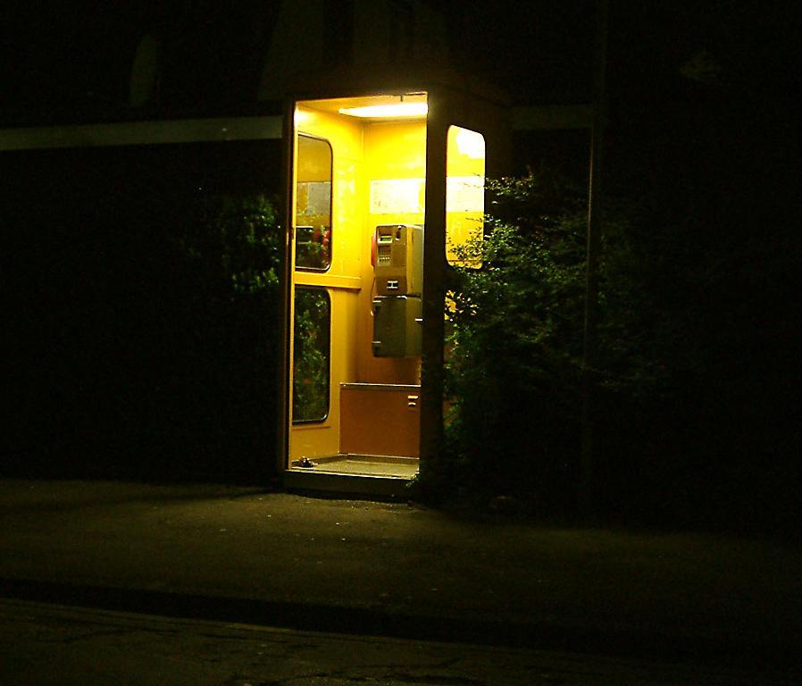 Telefonzelle bei Nacht (2)