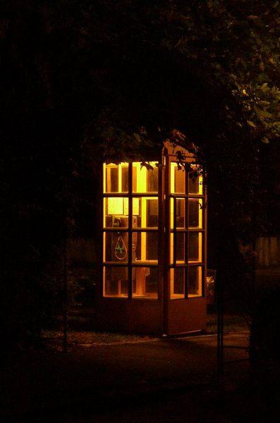 Telefonzelle bei Nacht in Weilheim