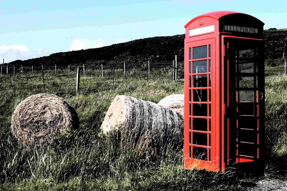 Telefonzelle in Schottland, irgendwo am A..... der Welt.
