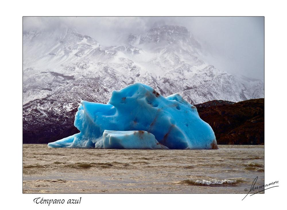 Témpano azul (Lago Grey - Parque Nacional Torres del Paine - Chile)