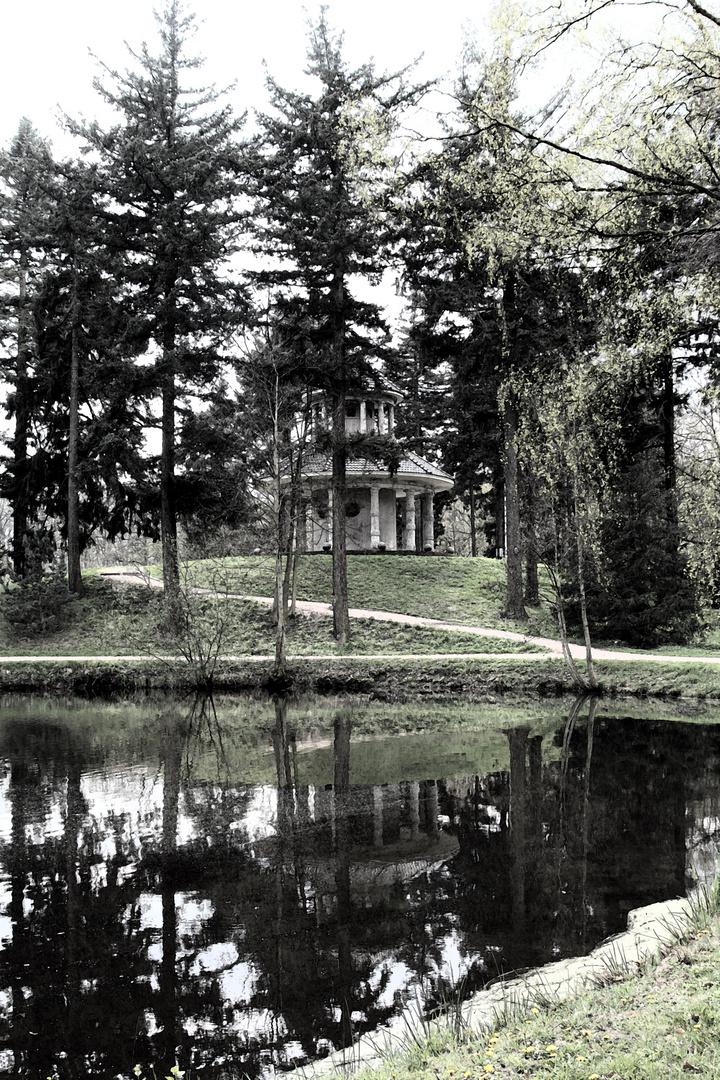 Tempel im Stadtwald 1
