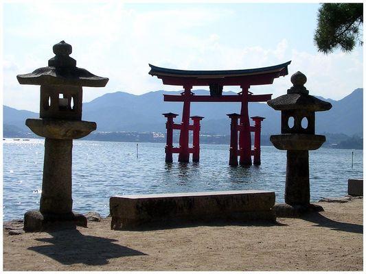 """Tempelbogen """"Miyajima"""" bei Hiroshima"""