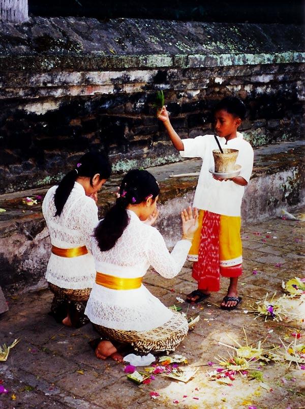 Tempeldiener im Dienst