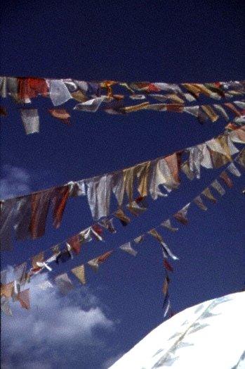 Tempelfähnchen auf einer Stupa
