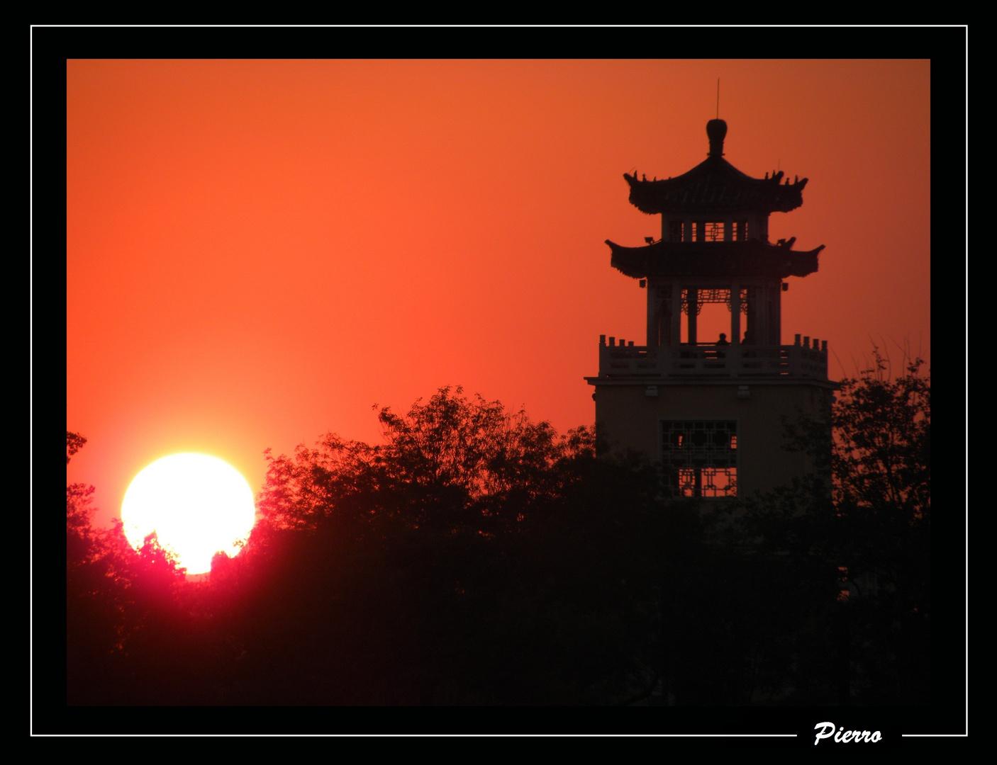 Temple au coucher du soleil