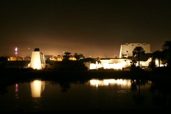 Temple de Louxor by Night