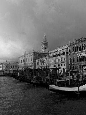 Temporale in bianco e nero a Venezia