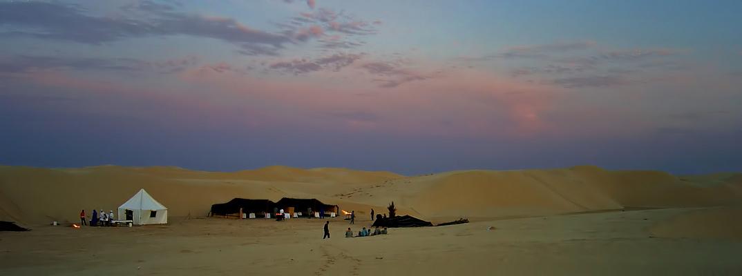 Tentes d'un Traiteur pour un dîner dans le désert Tunisien près de Tozeur