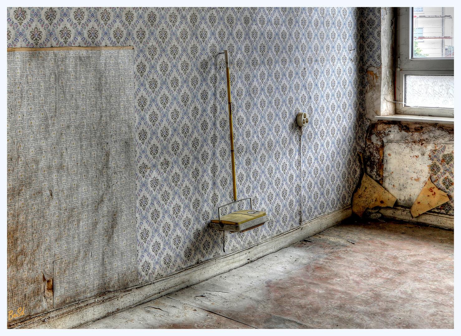 Teppichdackel  Teppich Dackel Foto & Bild | architektur, lost places, marodes ...
