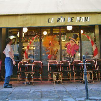 """terrasse décorée du """" Roi de pique """" rue Pastourelle Paris III arr"""