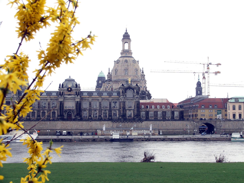 Terrassenufer Dresden im Frühling 2005