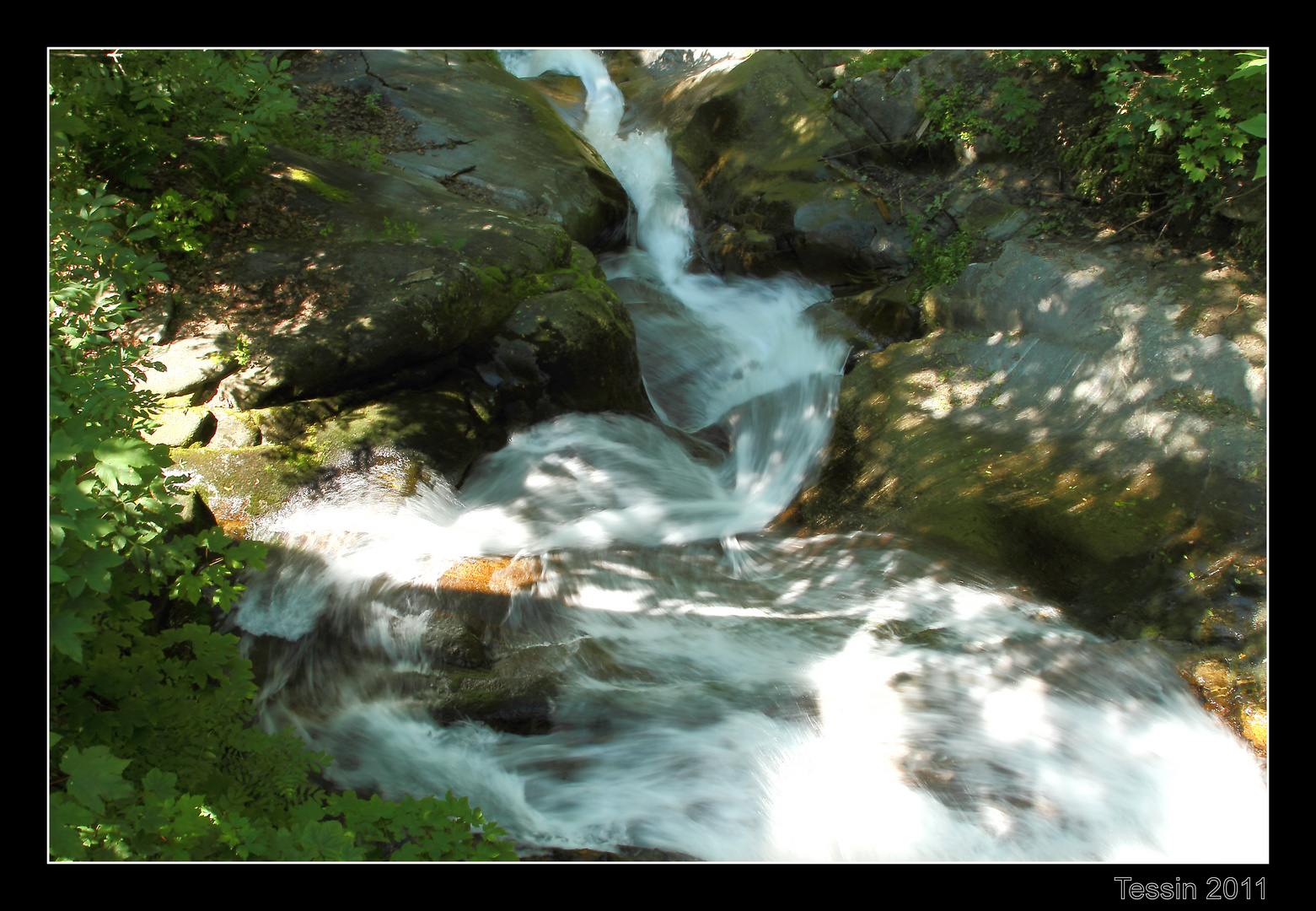Tessin 2011 Valle Onsernone gurgelndes Wasser