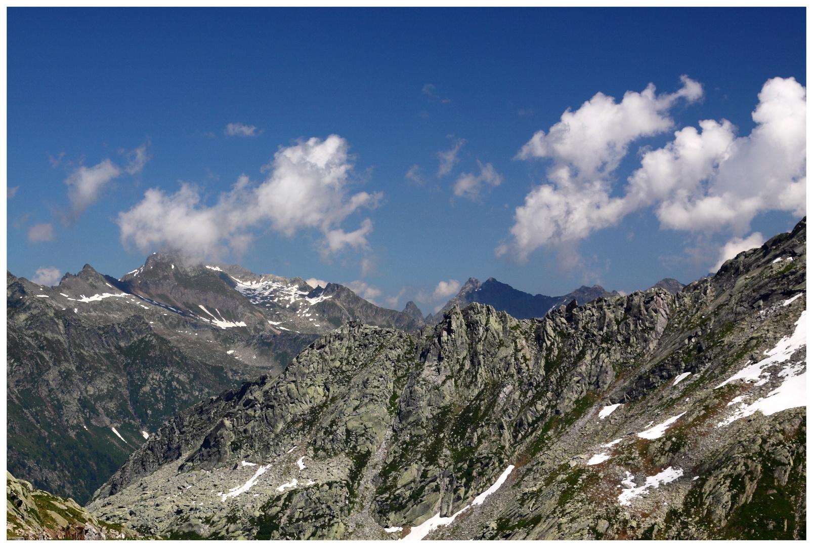 Tessin / Ticino 2010 Lage del Naret _ Blick über die Kante des Tals