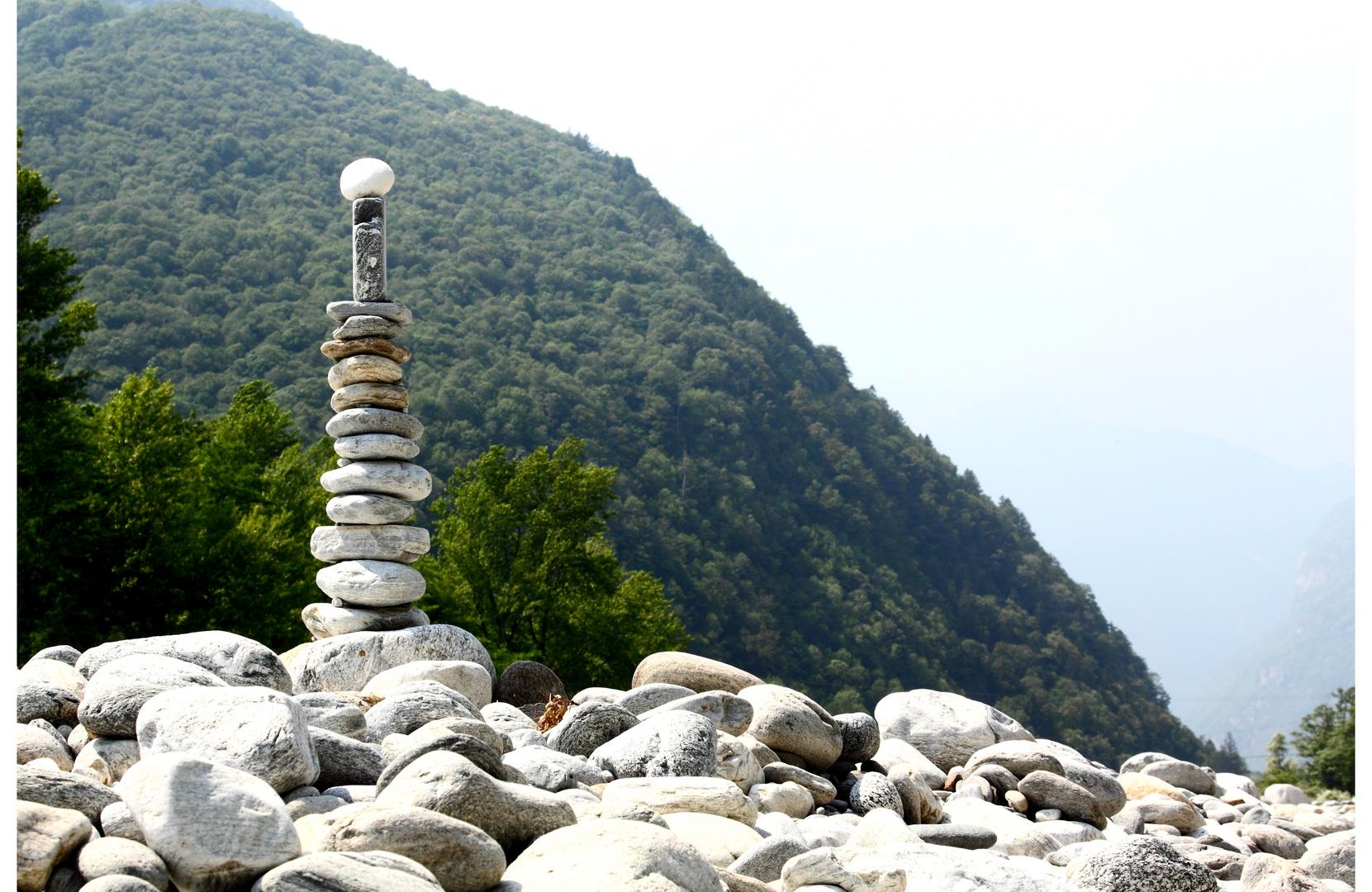 Tessin / Ticino 2010 Maggia -Turm steht wie lange...