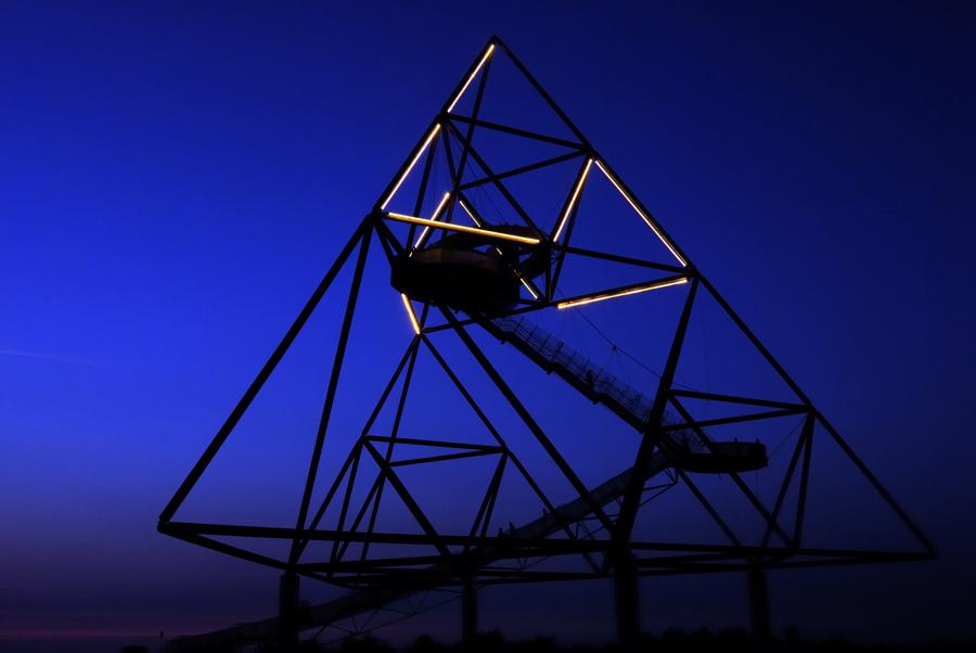 Tetraeder in der blauen Stunde