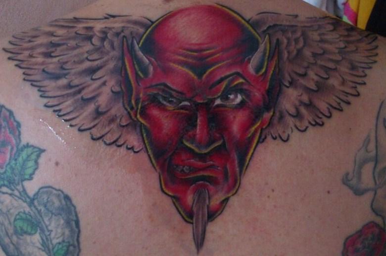 Teufel mit Engelsflügel