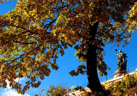 Teutsche Wacht im Herbst