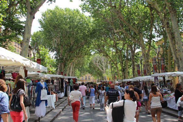 Textilmarkt in Aix