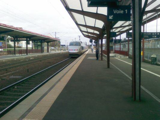 TGV à Saverne avec caténaire