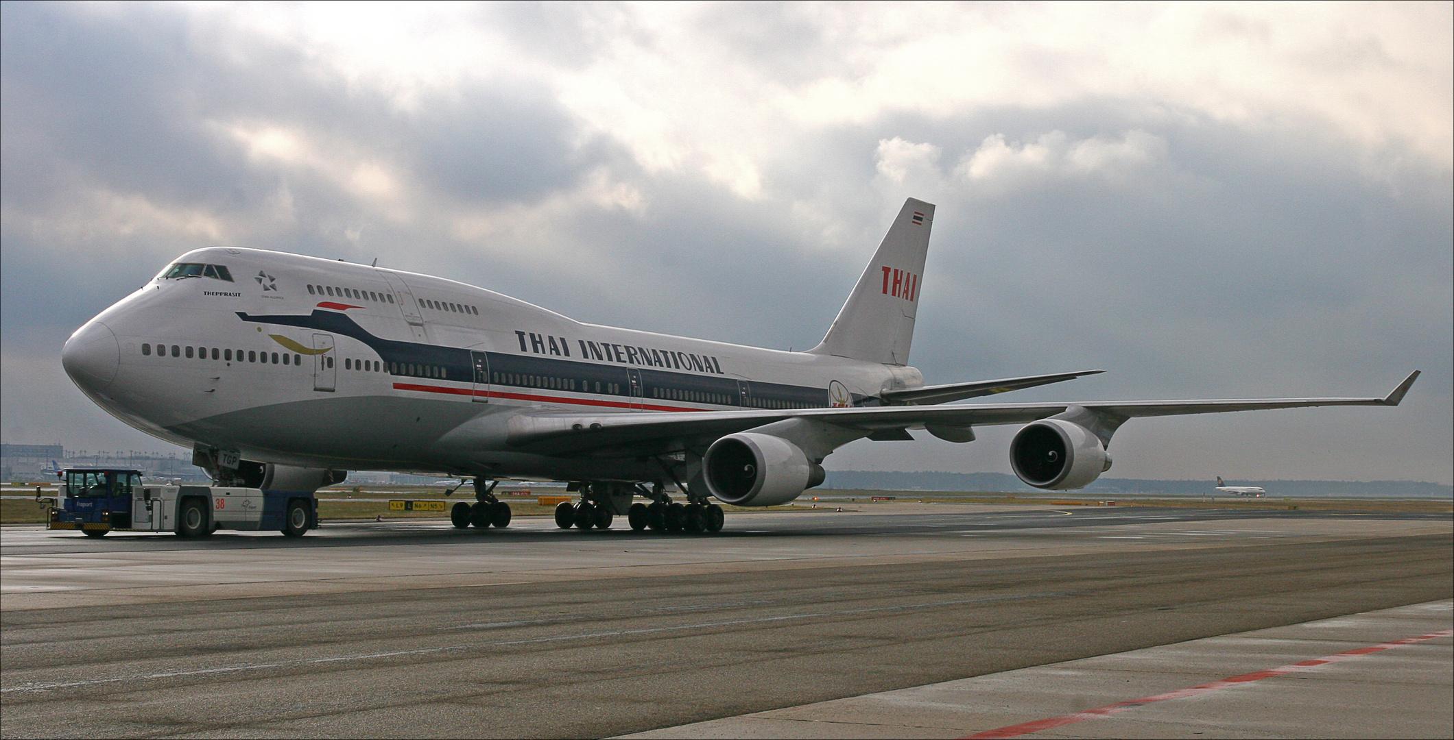Thai 747-400