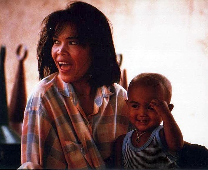 Thai-Frau mit Kind