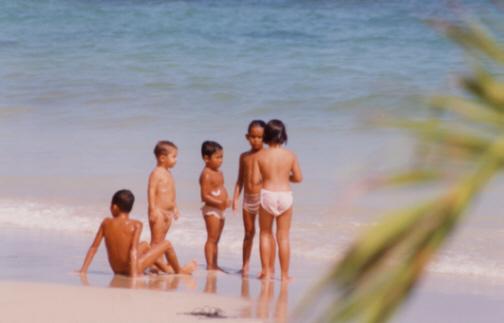 Thaikinder beim Baden
