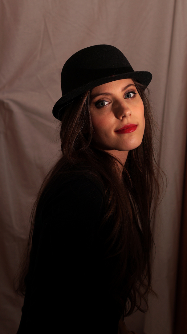 The beauty and the hat 4