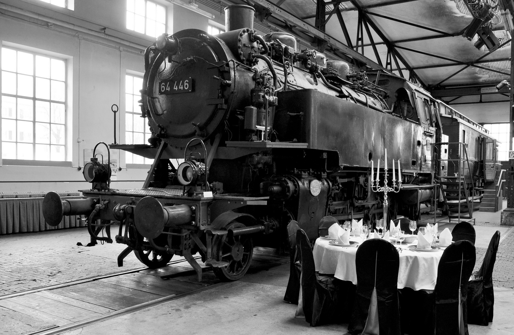 """The Black Dinner"" im Bahnpark Augsburg"