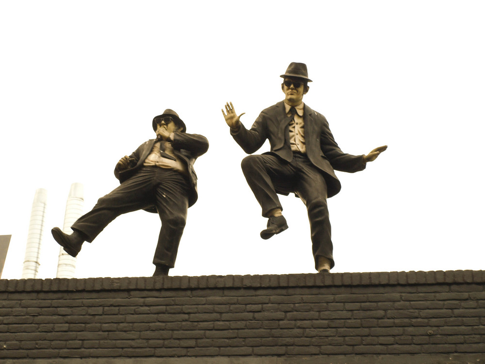 "The Blues Brothers ""live"" on the roof"