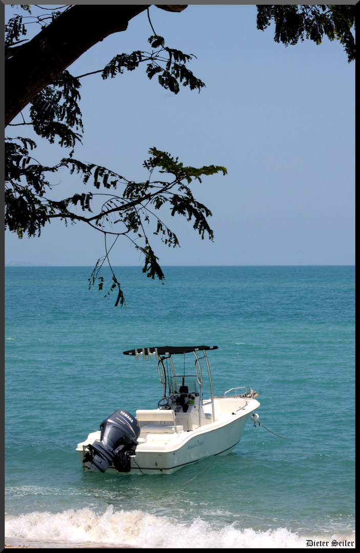 The Boat on Montes Reef Resort