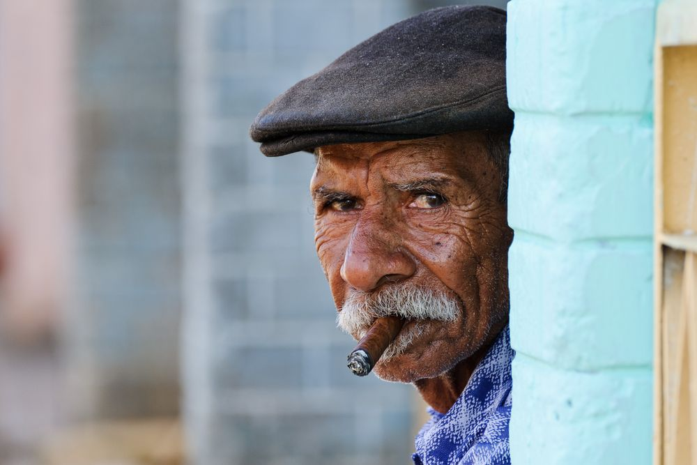 The cigar smoker of Viñales - Cuba - December 2008 by alschim