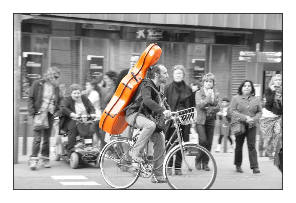 The cycling cellist...