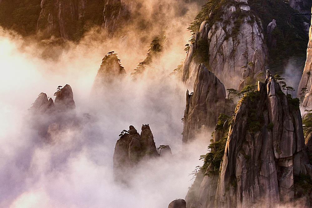 THE FOG OF THE SANQING MOUNTAIN