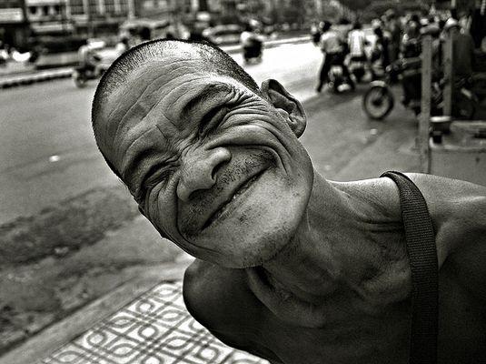 The funniest lottery seller of Saigon